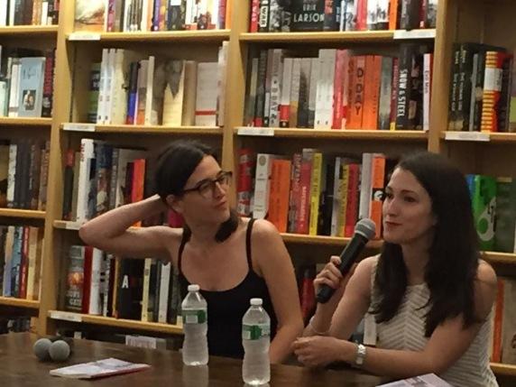 Presentación del programa 1 del podcast de la revista Los Bárbaros en McNally Jackson. Teodelina Basovilbazo y Almudena Vidorreta.